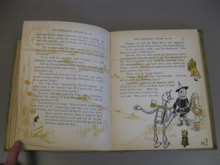 The Wonderful Wizard of Oz [With Pictures by W.W. Denslow]